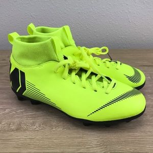 Nike Kids Superfly 6 Club MG Soccer Cleat Sz 6Y